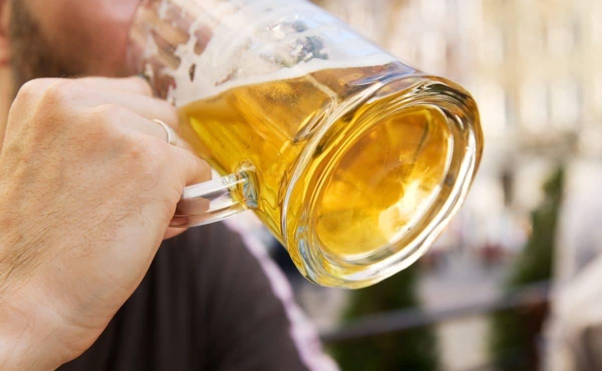 Persona bebiendo