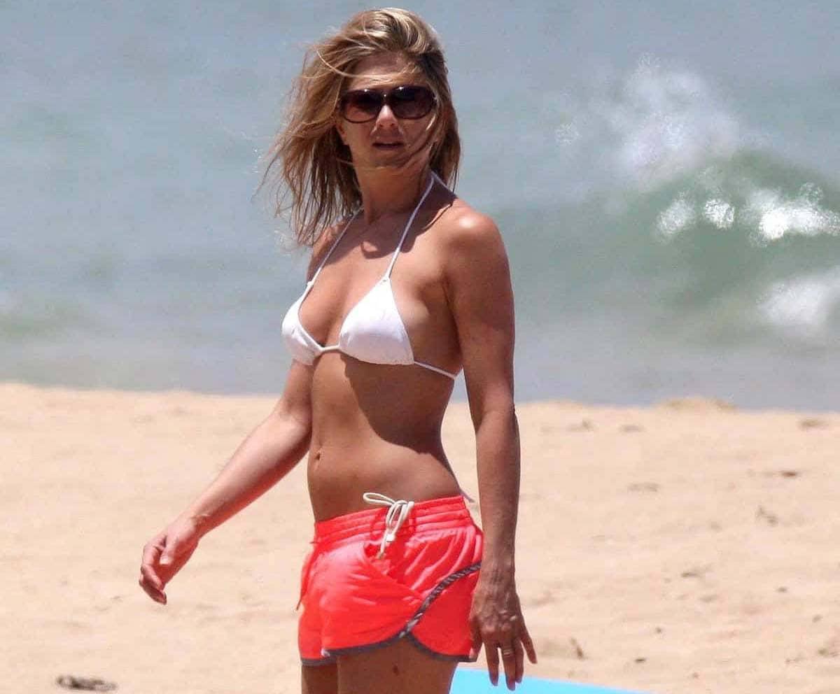 Jennifer Aniston truco abdomen playa