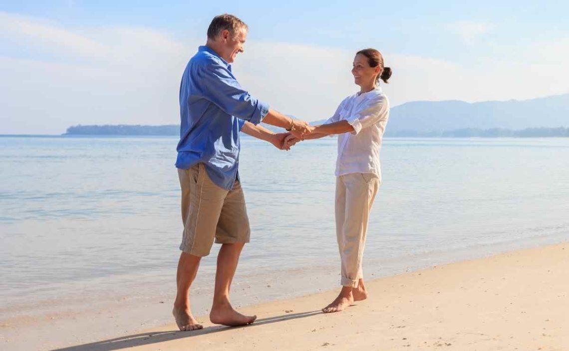 Una pareja disfrutando de los viajes del Imserso Turismo