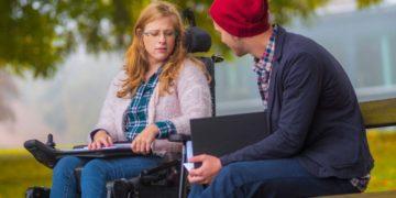 ayudas al estudio Reina Letizia para la inclusión estudiante discapacidad silla de ruedas