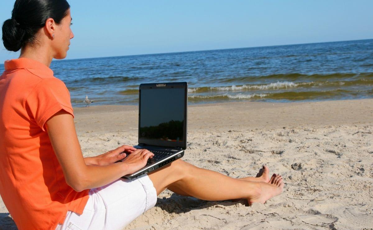 empleo playa vacaciones