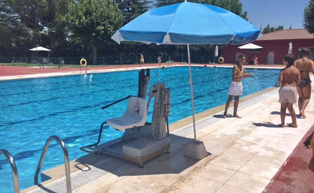 elevador piscina Colmenarejo discapacidad accesibilidad movilidad reducida