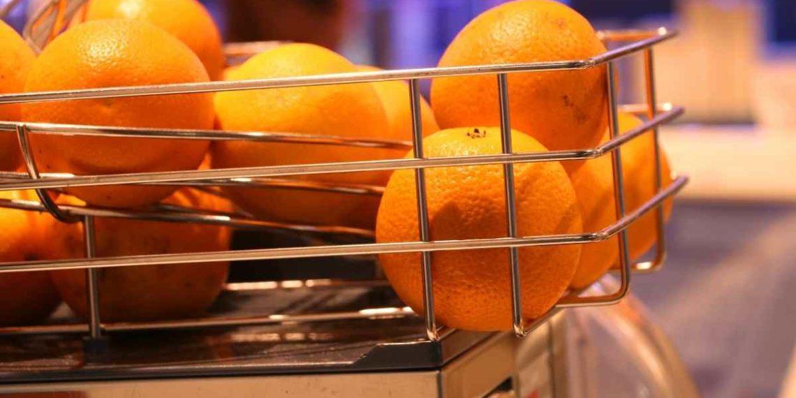 Jugo de naranja de máquina: ¿Son igual de saludables?