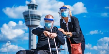 persona con discapacidad silla de ruedas aeropuerto Air Europa