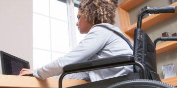 persona con discapacidad silla de ruedas cursos gratuitos fundacion once