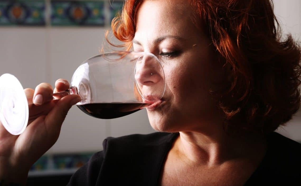 Beber vino tinto