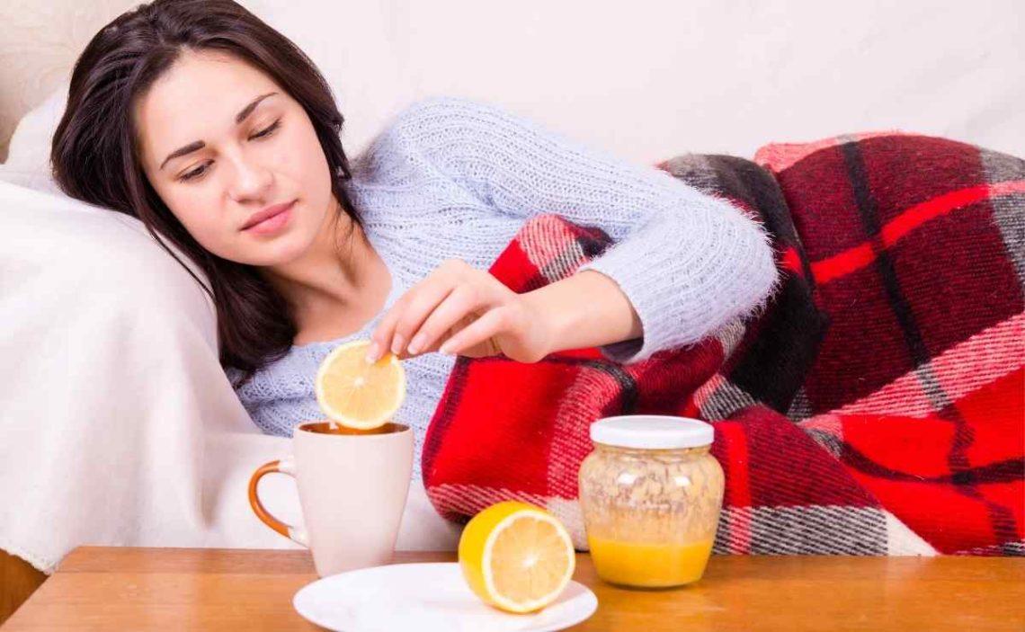 Bebida de limón y miel para acabar con el dolor de garganta