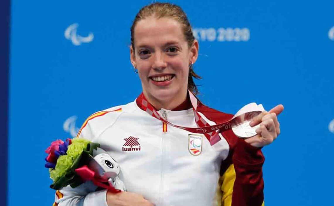 Marta Fernández, celebra su medalla de plata en los Juegos Paralímpicos Tokio 2020