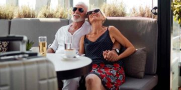 Dos personas durante los viajes del Imserso en España
