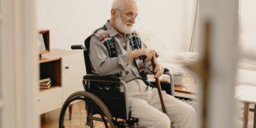 dependencia persona en silla de ruedas