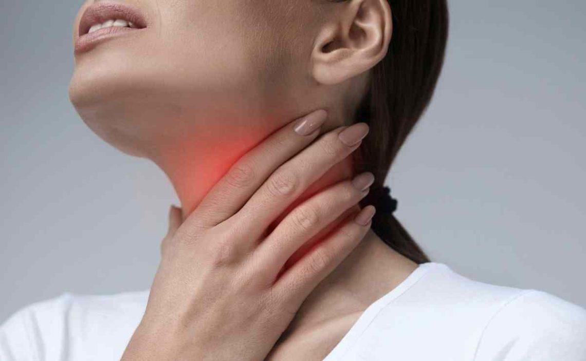 Cómo acabar con la garganta inflamada y el dolor al tragar