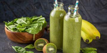 Jugo espinacas y kiwi