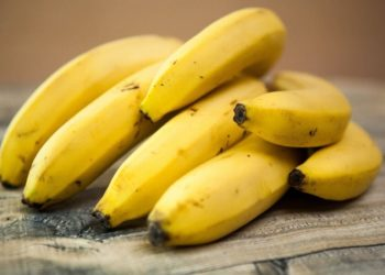 banana fruit eating on an empty stomach