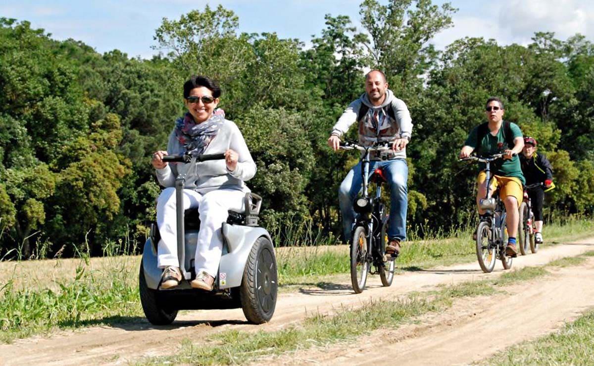 mujer utilizando la silla de ruedas genny mobility