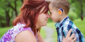 personas sordas implante coclear