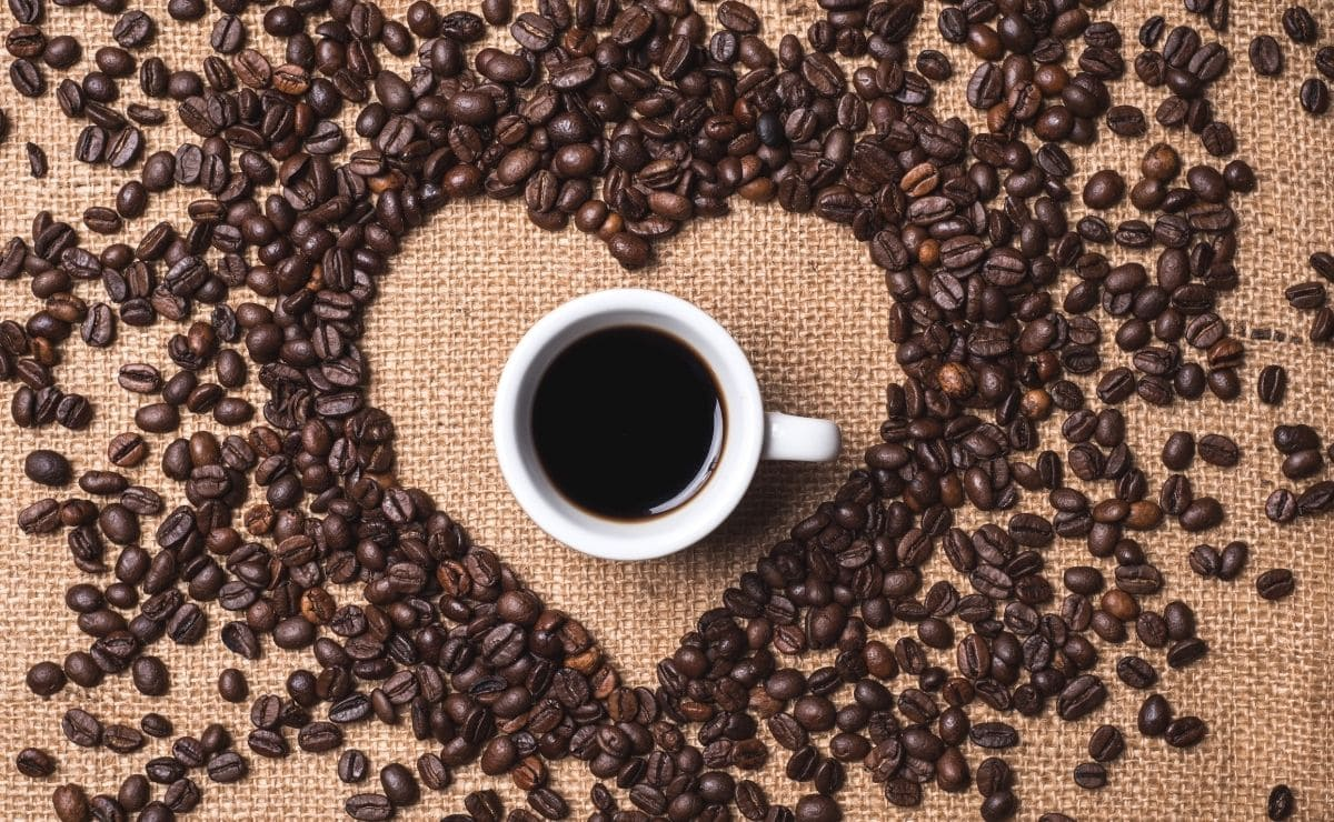 taza de cafe corazon ictus enfermedad cardiaca