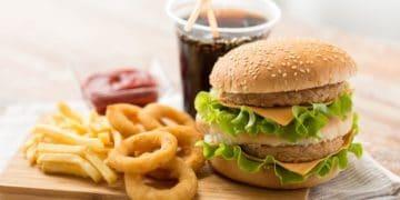 """OCU avisa del """"peligro"""" de los alimentos ultraprocesados para la salud"""