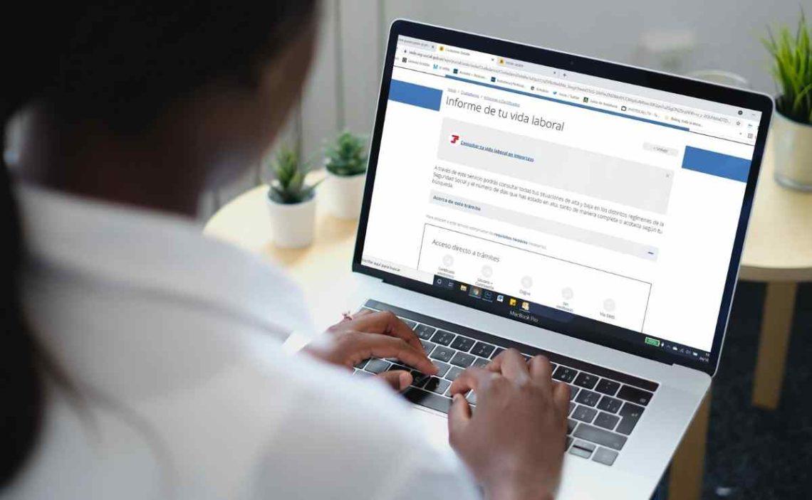 SEPE: Cómo pedir el informe de vida laboral a la Seguridad Social