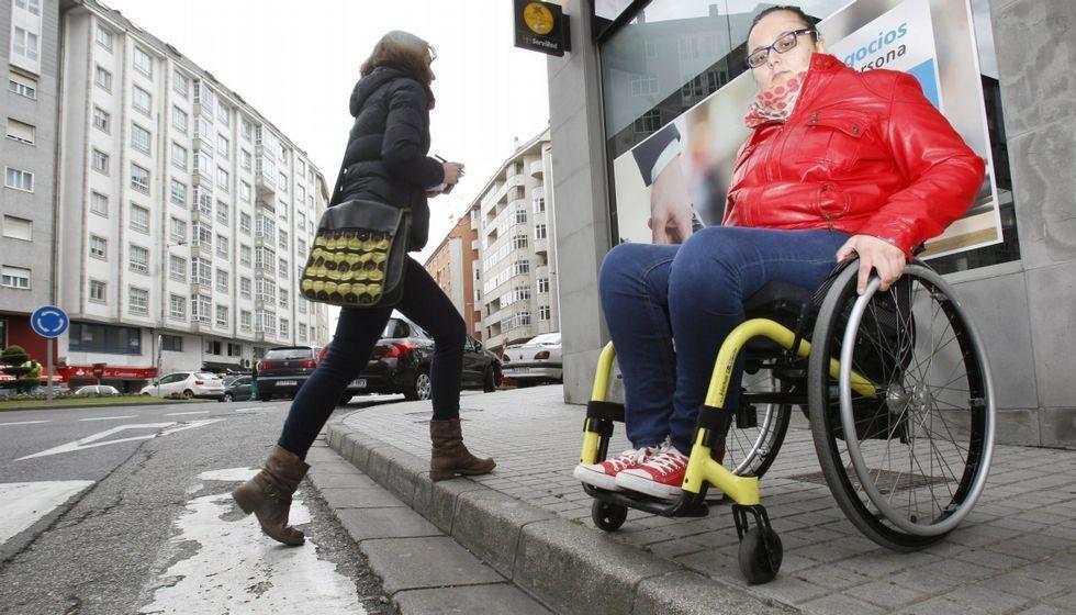 Alexia Prieto – Hace 10 meses que espero que rebajen la acera. No puedo ni ir a la farmacia