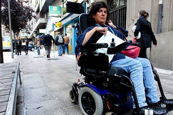 Vueling deniega el embarque a una mujer discapacitada en silla de ruedas